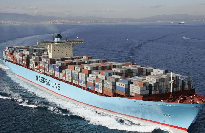 Как гигантские контейнеровозы перевозят грузы
