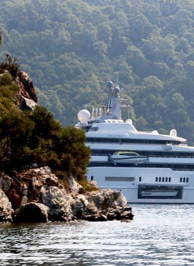 Круизы, достойные миллиардеров. Куда плавали яхты богатейших россиян этим летом
