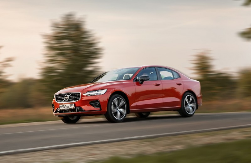 Руки вверх! Тест-драйв новой Volvo S60