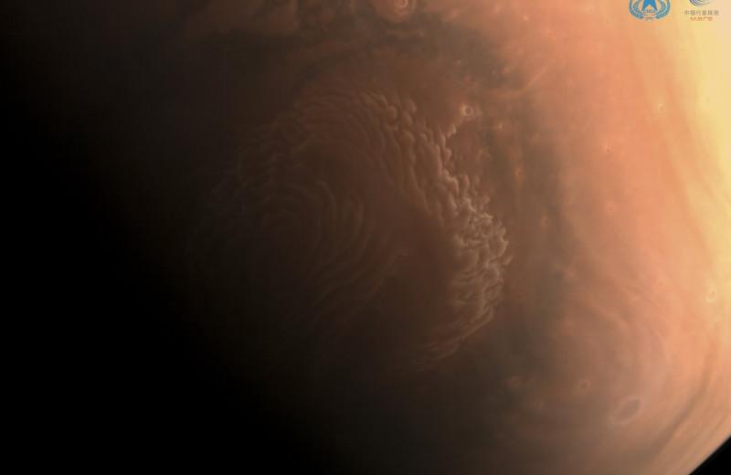«Тяньвэнь-1» прислал первые снимки Марса в высоком разрешении