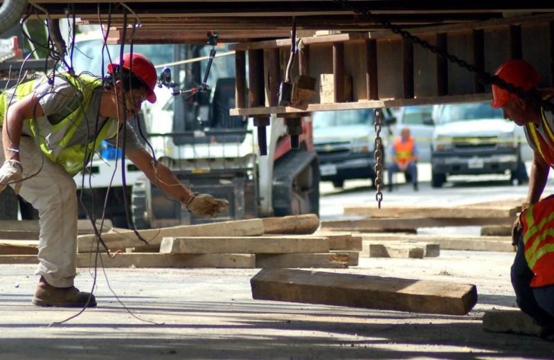 Дом оторвался от корней: как переносят здания