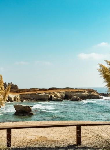 Топ-5 самых жарких и дешевых средиземноморских пляжей для осени