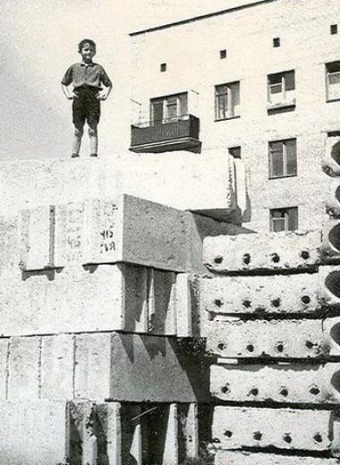 Пацаны, айда на помойку, там зычь! Топ-10 экстремальных развлечений из советского детства
