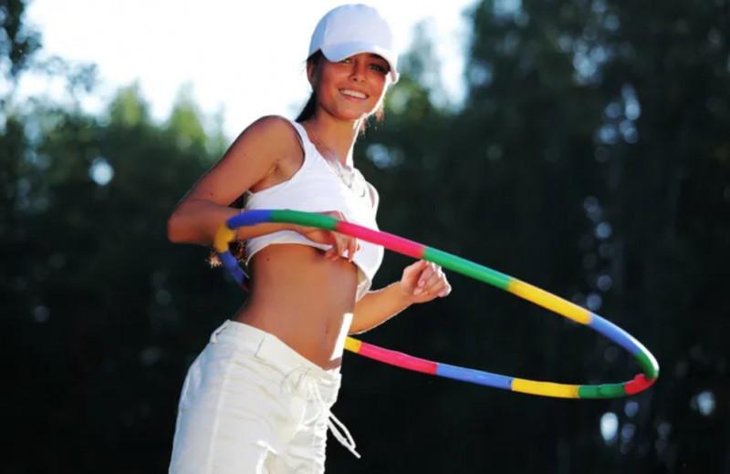 Кручу-верчу, похудеть хочу: сколько нужно крутить обруч для тонкой талии