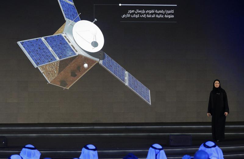 Как эмиратские женщины запускают спутники и готовятся лететь в космос