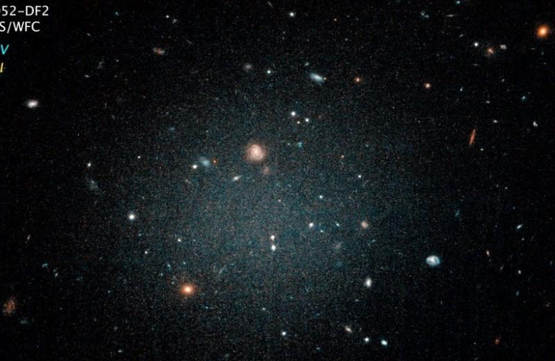 Найдена галактика без темной материи