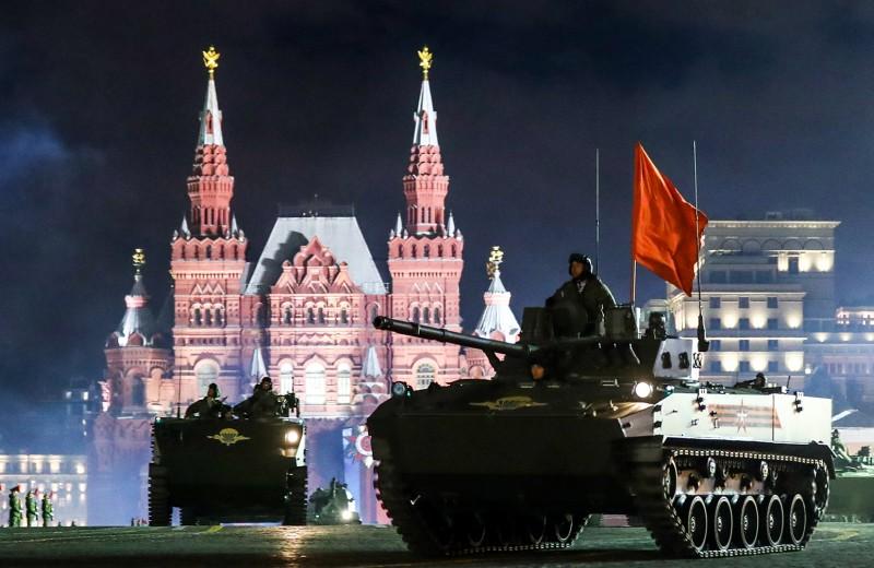 «Терминатор» с «Кинжалом»: какая техника участвует в Параде Победы