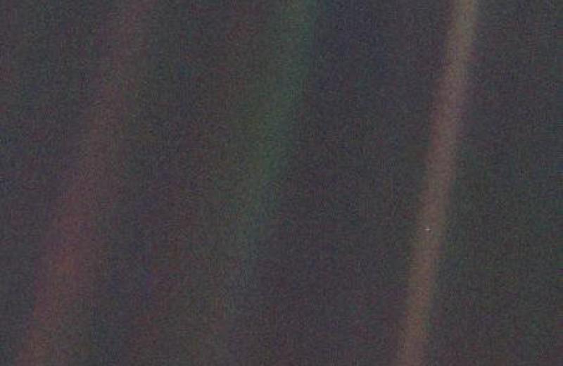 «Бледно-голубая точка»: легендарное фото Земли получило новую жизнь