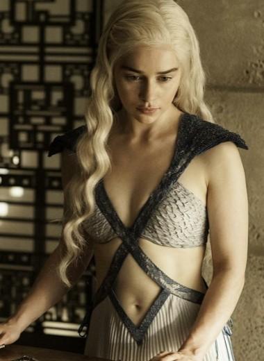 Эмилия Кларк: горячие фото матери драконов из «Игры престолов»