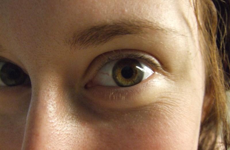 Психологический эксперимент: что произойдет, если смотреть другому человеку в глаза 10 минут