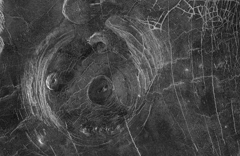 Моделирование указало на десятки активных вулканических структур на Венере