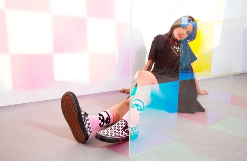 """Все в """"шашечку"""": 7 луков в стиле 90-х с кедами и одеждой Vans x Lazy Oaf"""