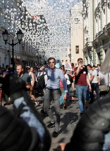 «Я не за Путина, я за любовь»: как малый бизнес в центре Москвы переживает уличные протесты