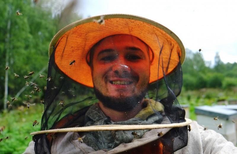 Нектар для РПЦ: как неудавшийся пчеловод запустил всероссийский агрегатор меда