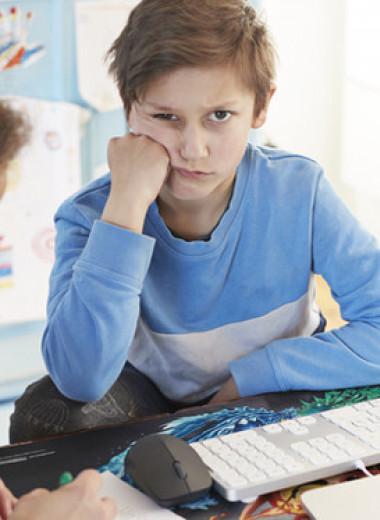 Почему ребенку скучно в школе и что с этим делать