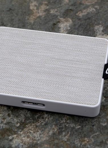 Тест и обзор Seagate One Touch SSD 1TB: крохотный накопитель в холщовом костюме