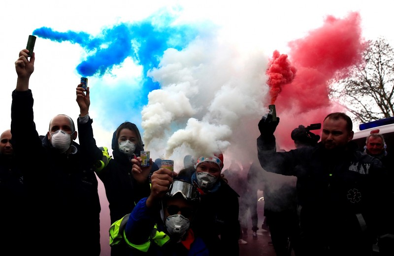 Бензин и булыжник: почему Францию захлестнул уличный бунт