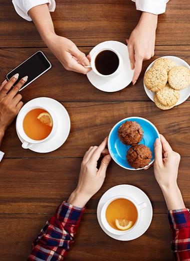 9 «легких» продуктов к чаю из супермаркета, от которых толстеют