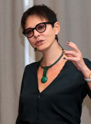 Жить в кайф: как Ирина Хакамада ушла из политики и научилась зарабатывать €50 000 в месяц на личном бренде