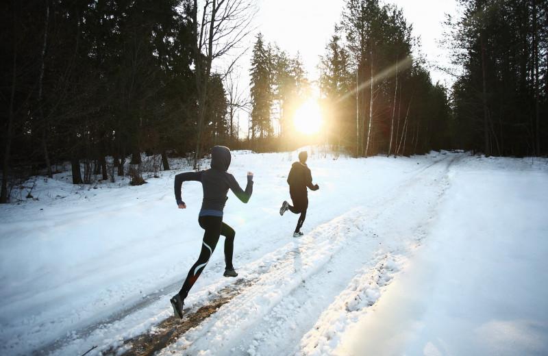 Как подготовиться к бегу зимой: особенности, техника и экипировка