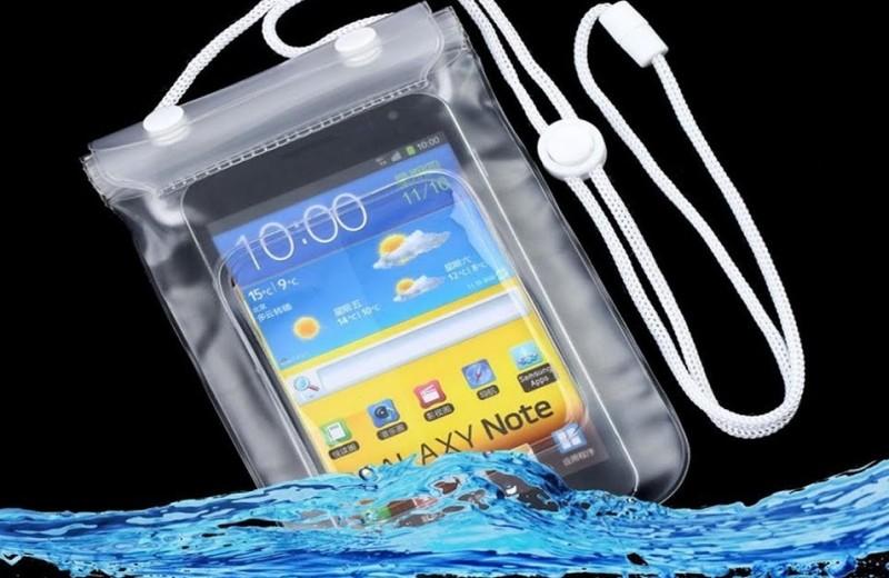 Как защитить телефон от воды: пять незаменимых советов