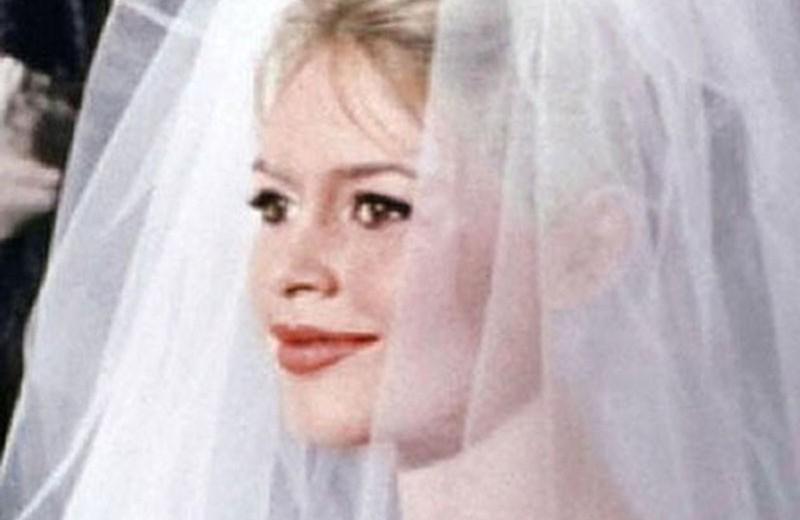 Ах, эта свадьба: как менялись образы звездных невест — от макияжа до прически