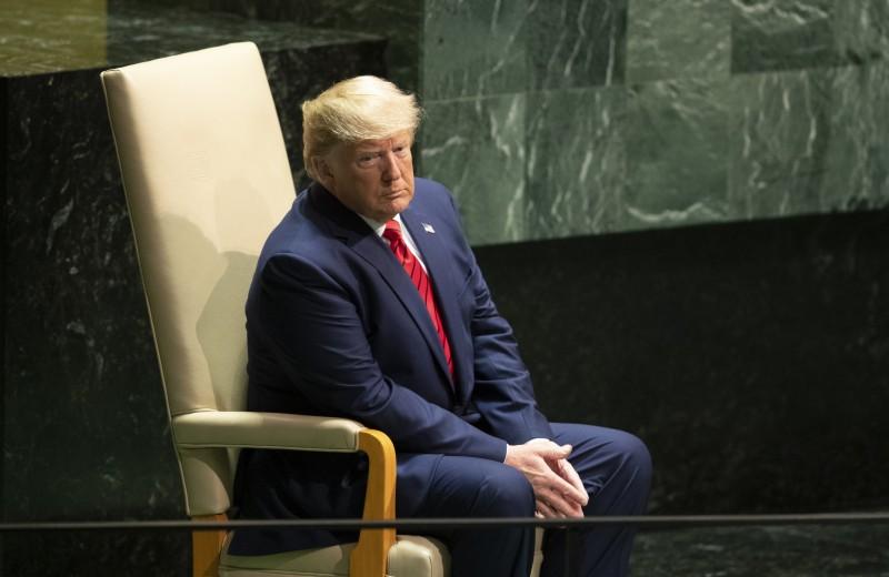 В США запустили процедуру импичмента Трампа. Что будет дальше?