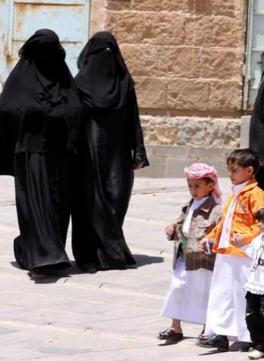 Женщинам Саудовской Аравии разрешено отказаться от традиционного одеяния – черной абайи