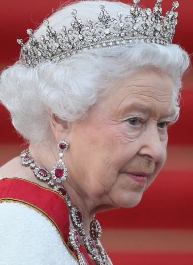 Снова стою одна: как изменится распорядок дня Елизаветы II после смерти супруга