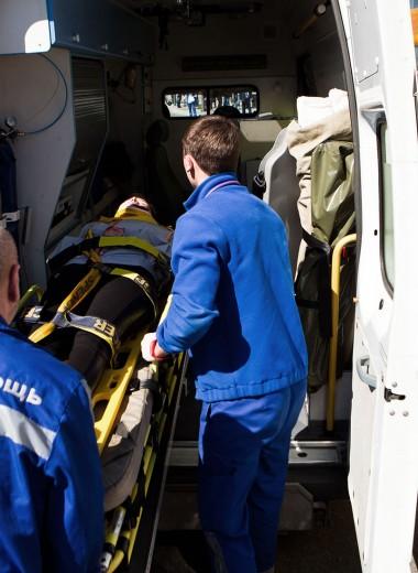 Стабильное состояние: что делает врач скорой за часовую зарплату Смолова, Кокорина и Дзюбы