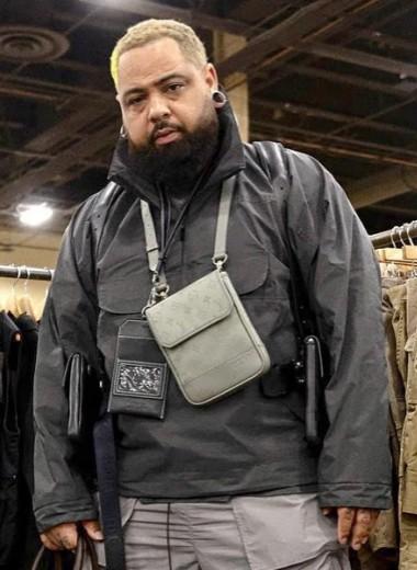 Зачем дизайнер аксессуаров Шерон Барбер шьет бронежилеты из сумок Louis Vuitton и Goyard