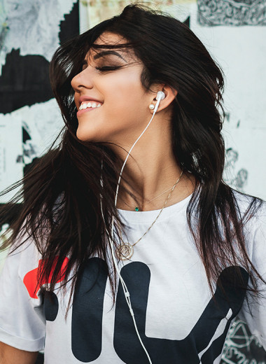 Вредно ли слушать музыку в наушниках: исследования ученых