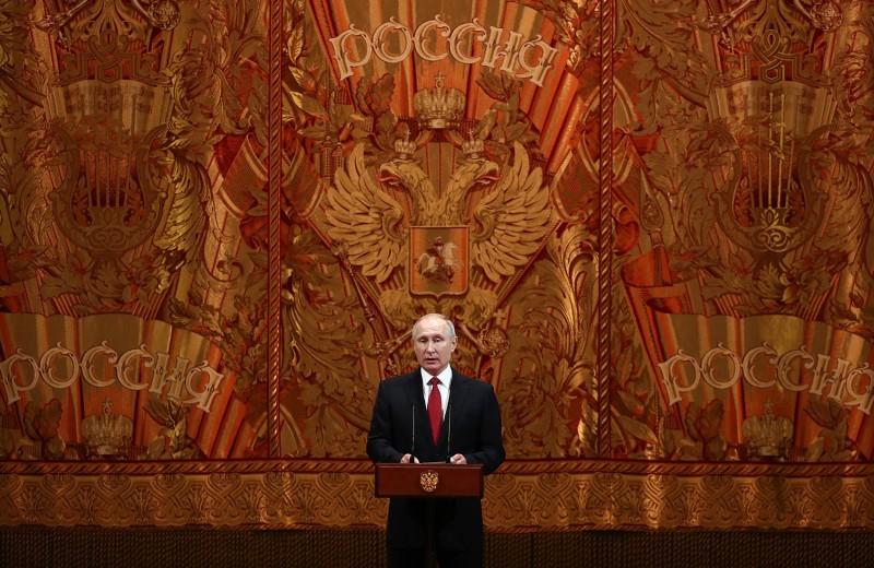 Скольжение вниз. Можно ли замедлить снижение рейтинга Путина