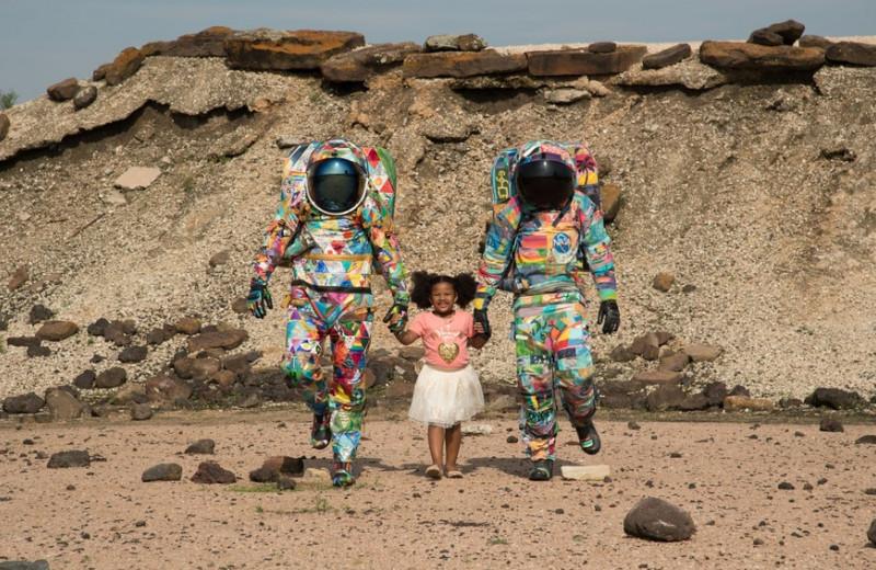 «Тонкая линия атмосферы защищает нас всех»: как астронавт Николь Скотт помогает детям с онкозаболеваниями