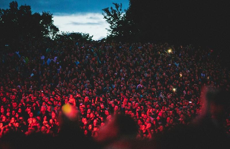 Как устроить музыкальный фестиваль с Metallica и Билли Айлиш
