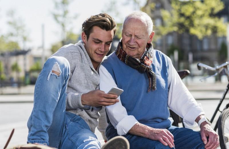 Киберстарость: как приучить пожилых людей к новым технологиям