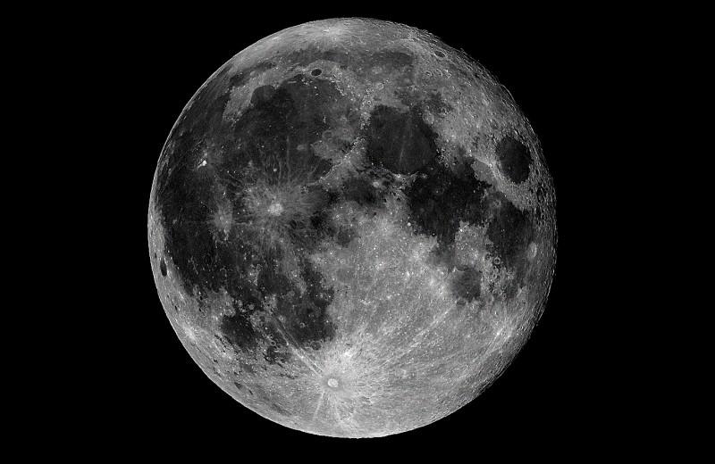 Столкновение с загадочным объектом навсегда изменило Луну