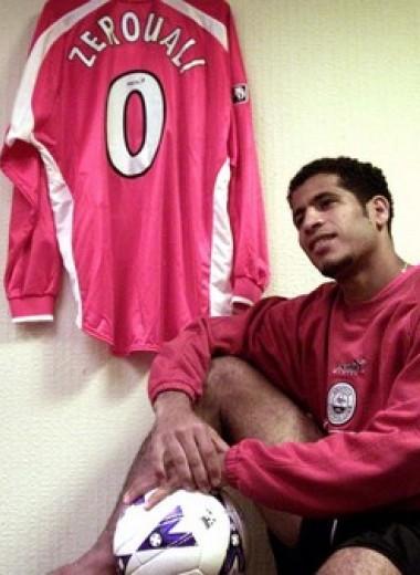 12 футболистов, игравших под странными номерами
