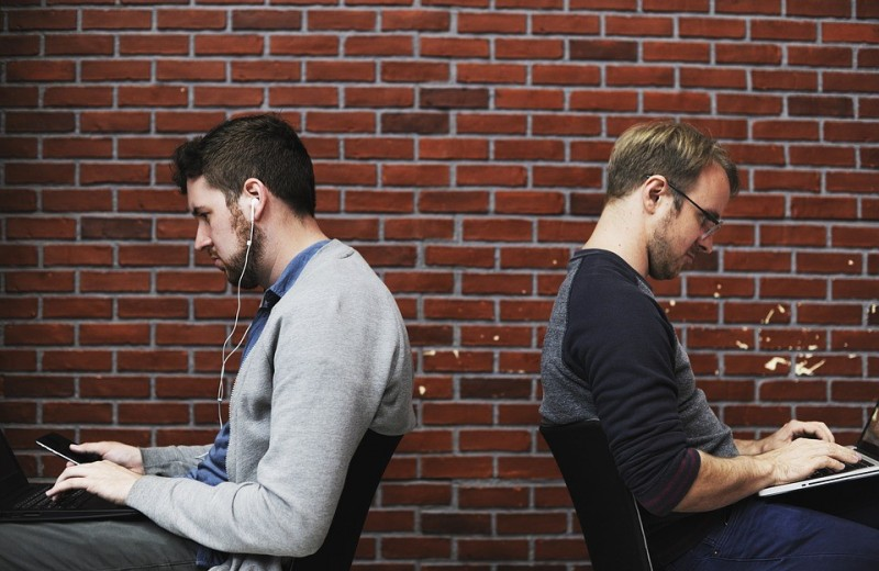 Что делать, если тебя повысили на работе, а твой друг остался на прежнем месте