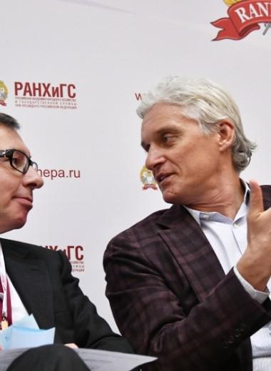 «Нужно живое общение»: Авен иТиньков поспорили о необходимости банковских отделений