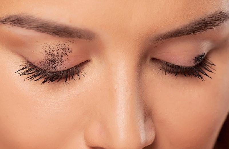 Помада на зубах и еще 9 непростительных «ляпов», которые испортят любой макияж