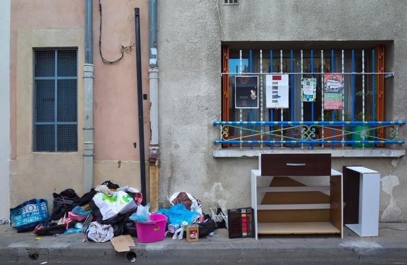 Почему швейцарцы ездят выкидывать мусор в Францию?