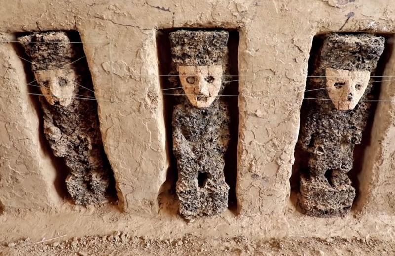 Таинственные стражи: археологи нашли в Перу идолов в масках