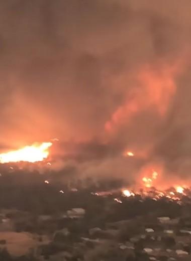 Вид с высоты на огненный торнадо