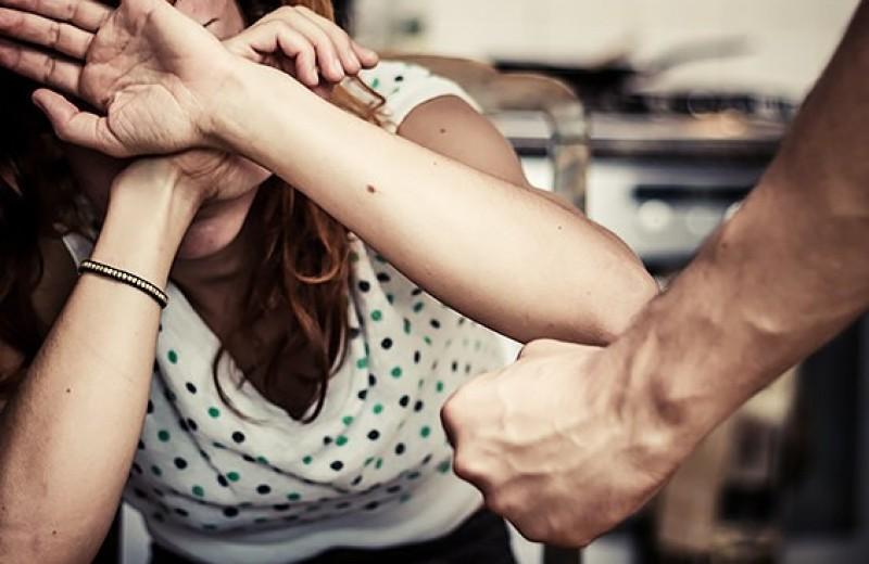Бойся, я с тобой: три жуткие истории о насилии со стороны самых близких