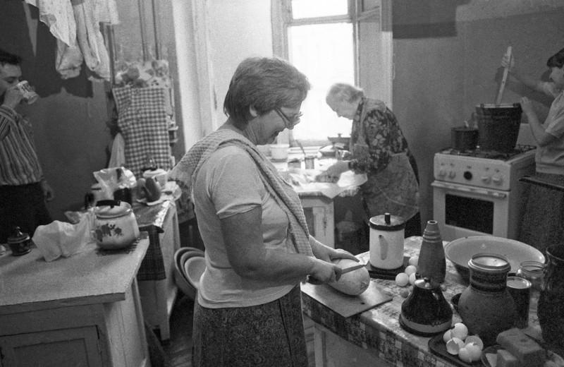 Эффект коммунальной кухни: как человеческий фактор мешает женщинам строить карьеру