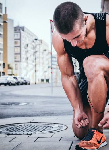 После бега жутко болят колени. В чем причина и что делать?