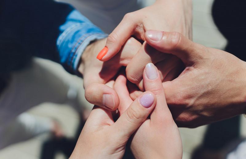 Полиамория: почему некоторые выбирают отношения с разными партнерами