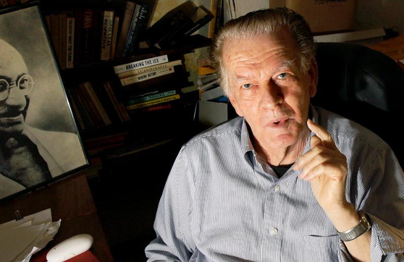 «Человек, который развалил СССР». Кто такой Джин Шарп и почему его называют «отцом цветных революций»