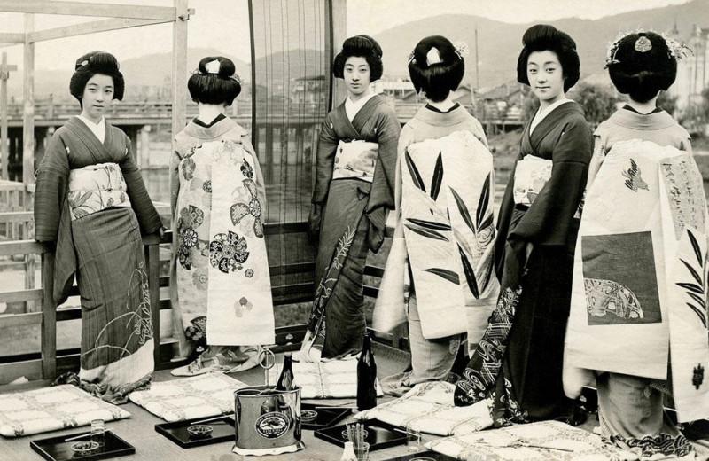 Идет волна: как вдохновиться японскими мотивами и не выглядеть как гейша